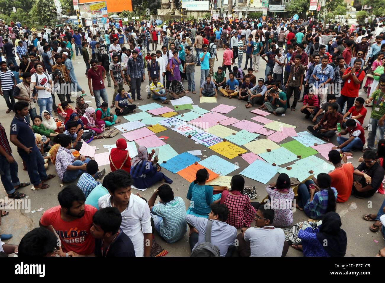 Dhaka, Bangladesh  12th Sep, 2015  Bangladeshi students march during