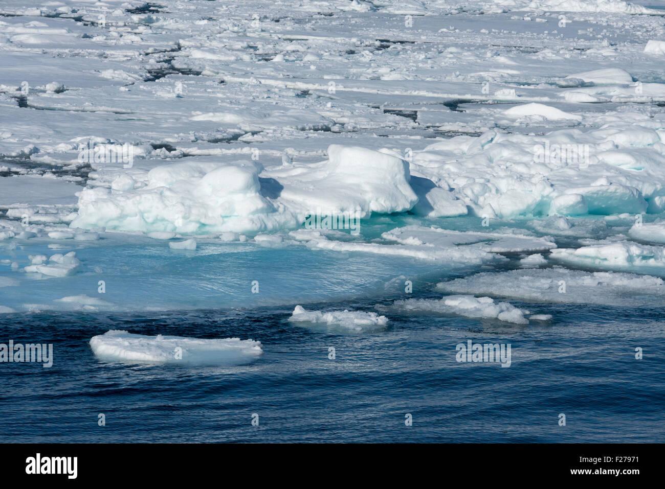 Norway, Barents Sea, Svalbard, Nordaustlandet. Ice flow along the Nordaust-Svalbard Nature Reserve. - Stock Image