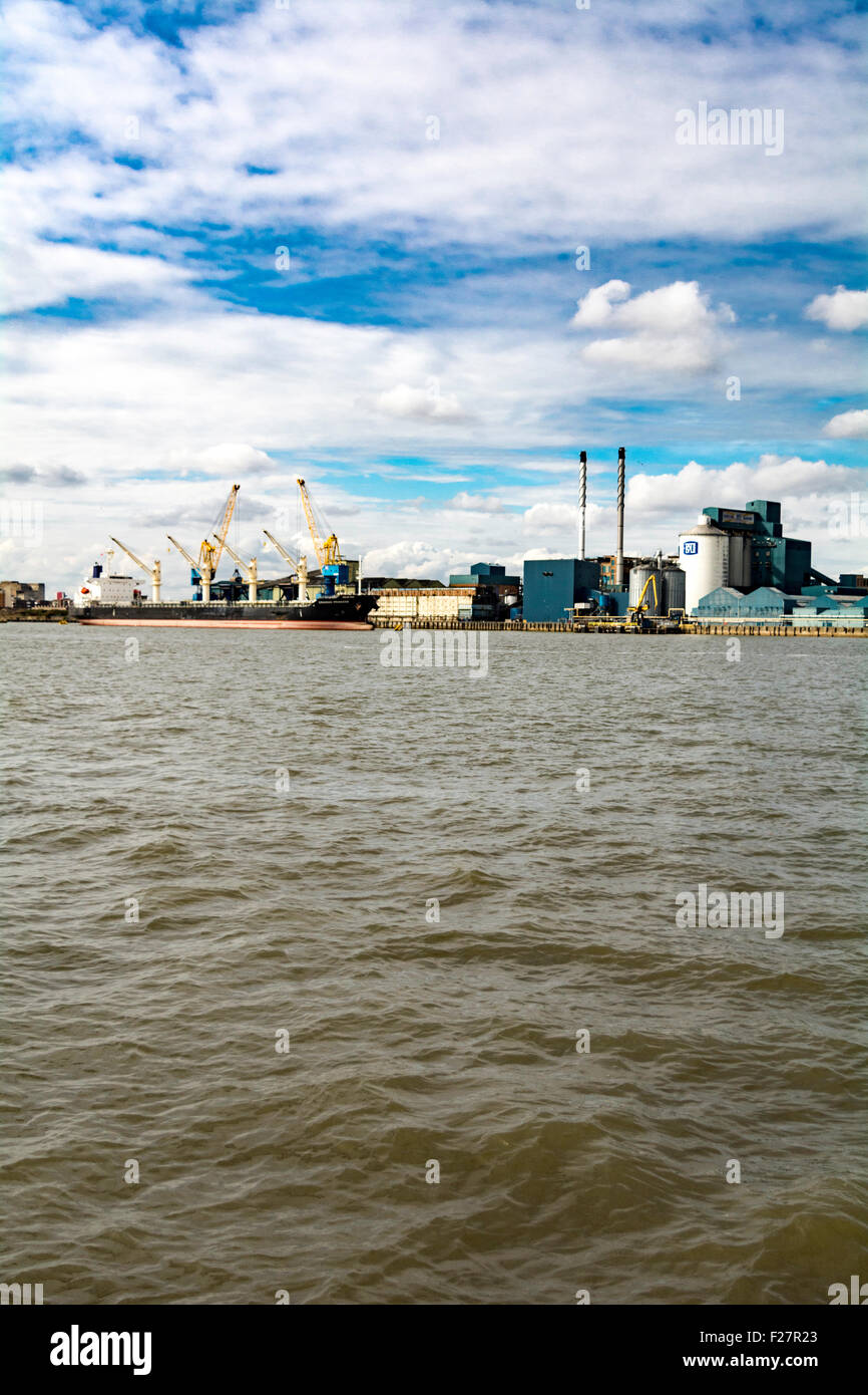 A view of the Tate and Lyle sugar factory situated at West Silvertown in east London, Britain, UK - Stock Image