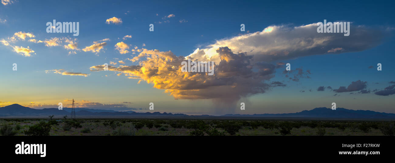 Clouds and Isolated Rainstorm over the desert of central New Mexico, USA. - Stock Image