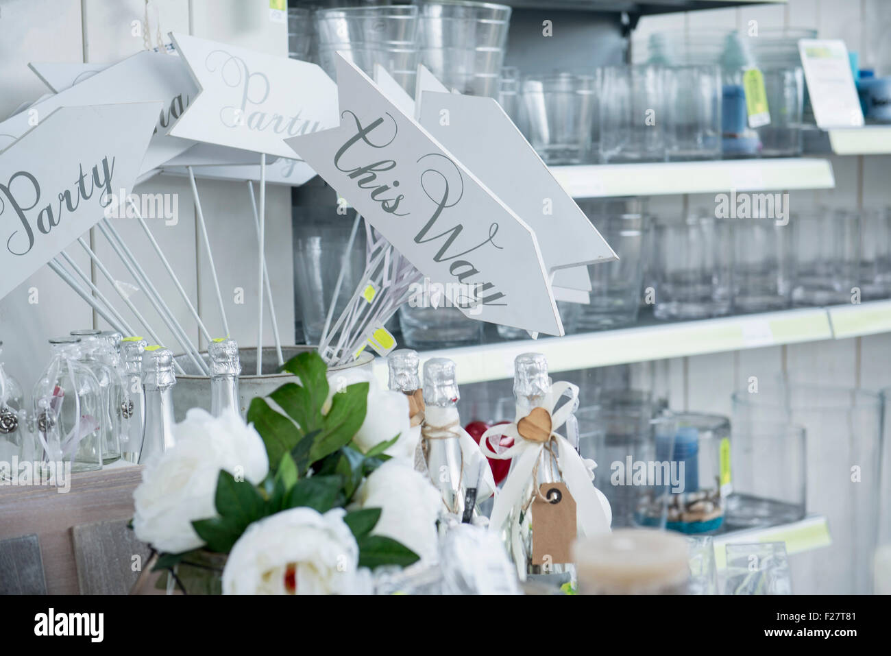 Showpieces and vases in garden centre for sale, Augsburg, Bavaria, Germany - Stock Image