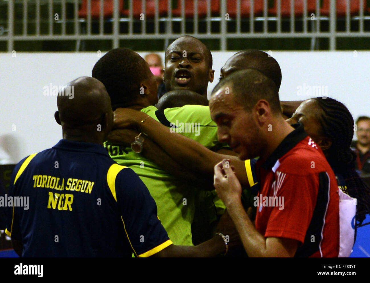 (1509014) -- BRAZZAVILLE, Sept. 14, 2015(Xinhua) -- Players of Nigeria celebrate their victory over Egypt during - Stock Image