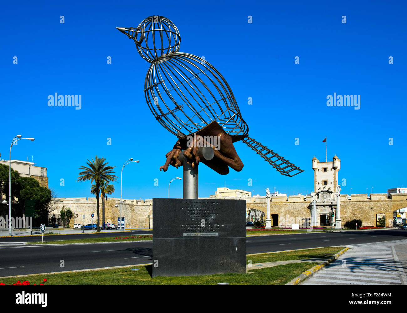 Sculpture Bird in Cage, Pájaro-Jaula, by Luis Quintero, Plaza de la Constitucion, Cádiz, Andalusia, Spain - Stock Image
