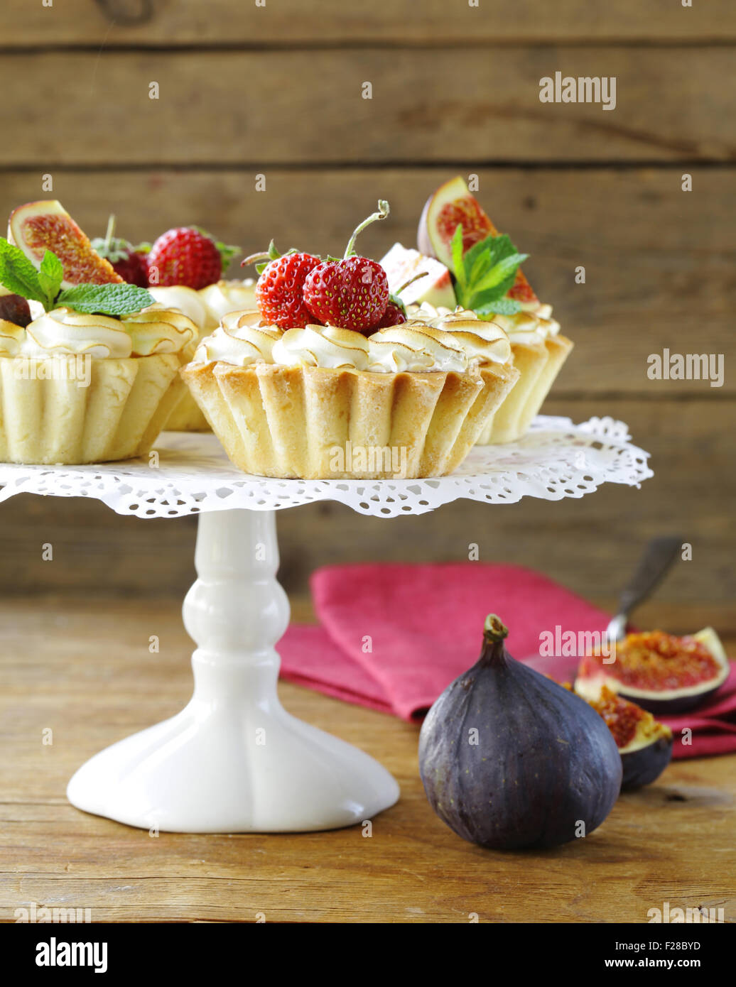 dessert tartlets from shortcrust pastry with meringue and fruit - Stock Image
