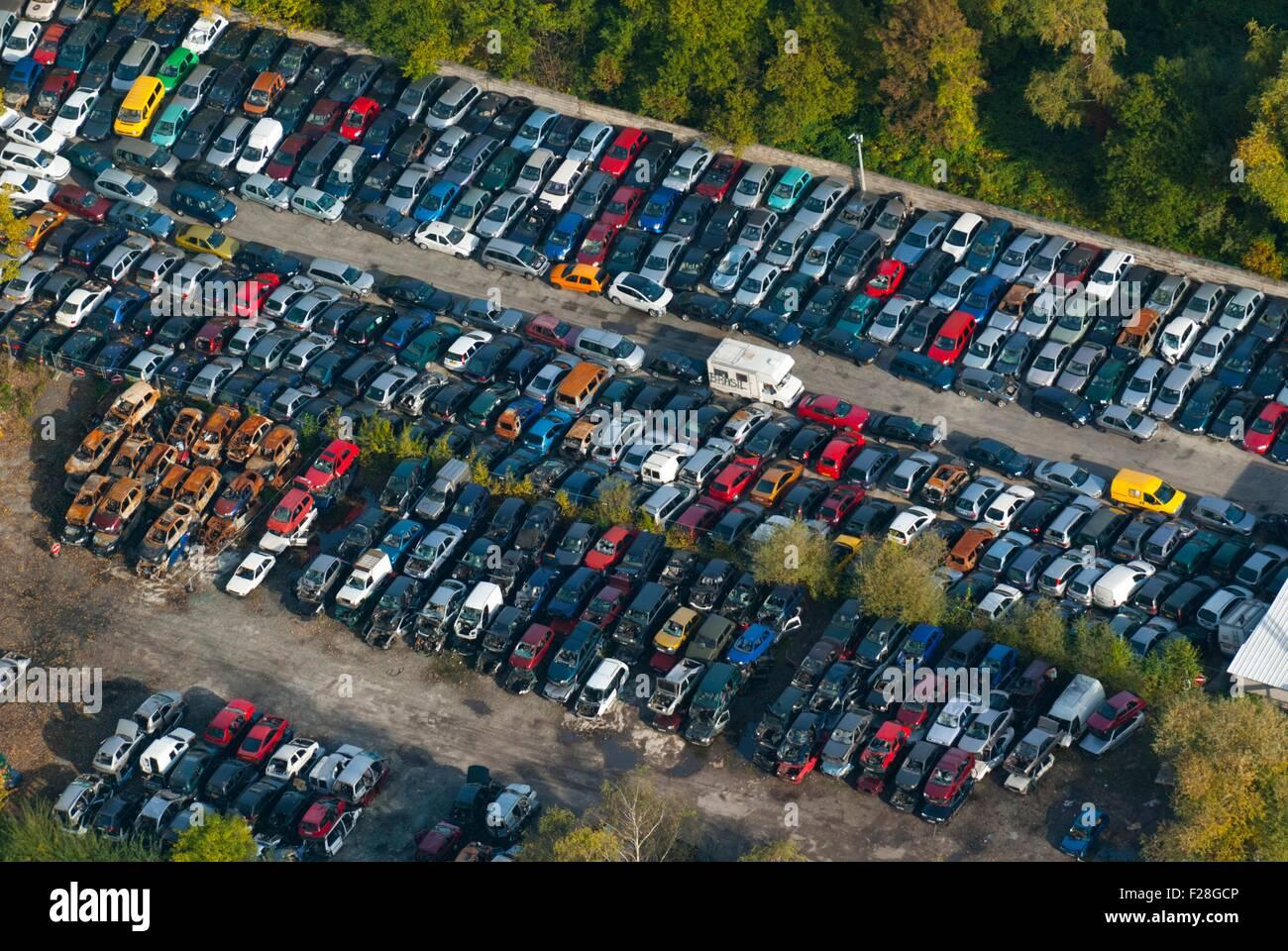 France, Bas Rhin (67), Vendenheim, cars recycling site (aerial view)  // Bas Rhin (67), Vendenheim, casse automobile - Stock Image