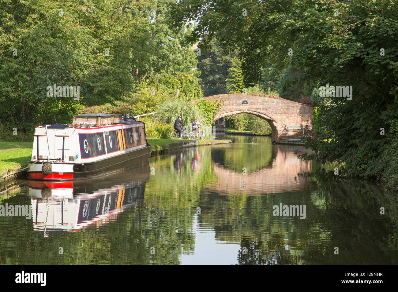 Narrowboat on the Staffs & Worcester Canal near Kinver, Staffordshire, England, UK - Stock Image