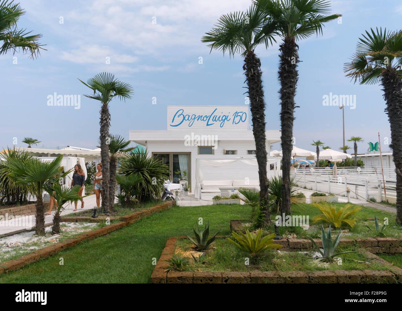 Bagno luigi 150 one of the private beaches in pinarella - Bagno palm beach pinarella ...