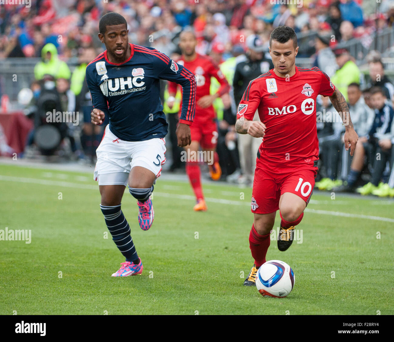 Toronto, Ontario, Canada. 13th September, 2015. New England Revolution defender Jeremy Hall (5) moves on Toronto - Stock Image