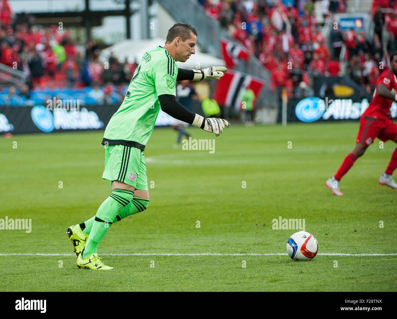 Toronto, Ontario, Canada. 13th September, 2015. New England Revolution goalkeeper Bobby Shuttleworth (22) prepares - Stock Image
