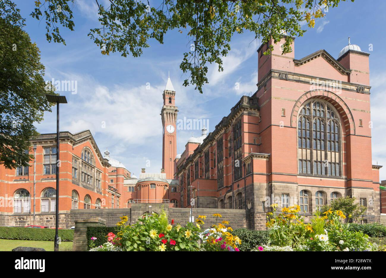 Chancellor's Court and the Joseph Chamberlain Memorial Clock Tower, University of Birmingham, England, UK Stock Photo