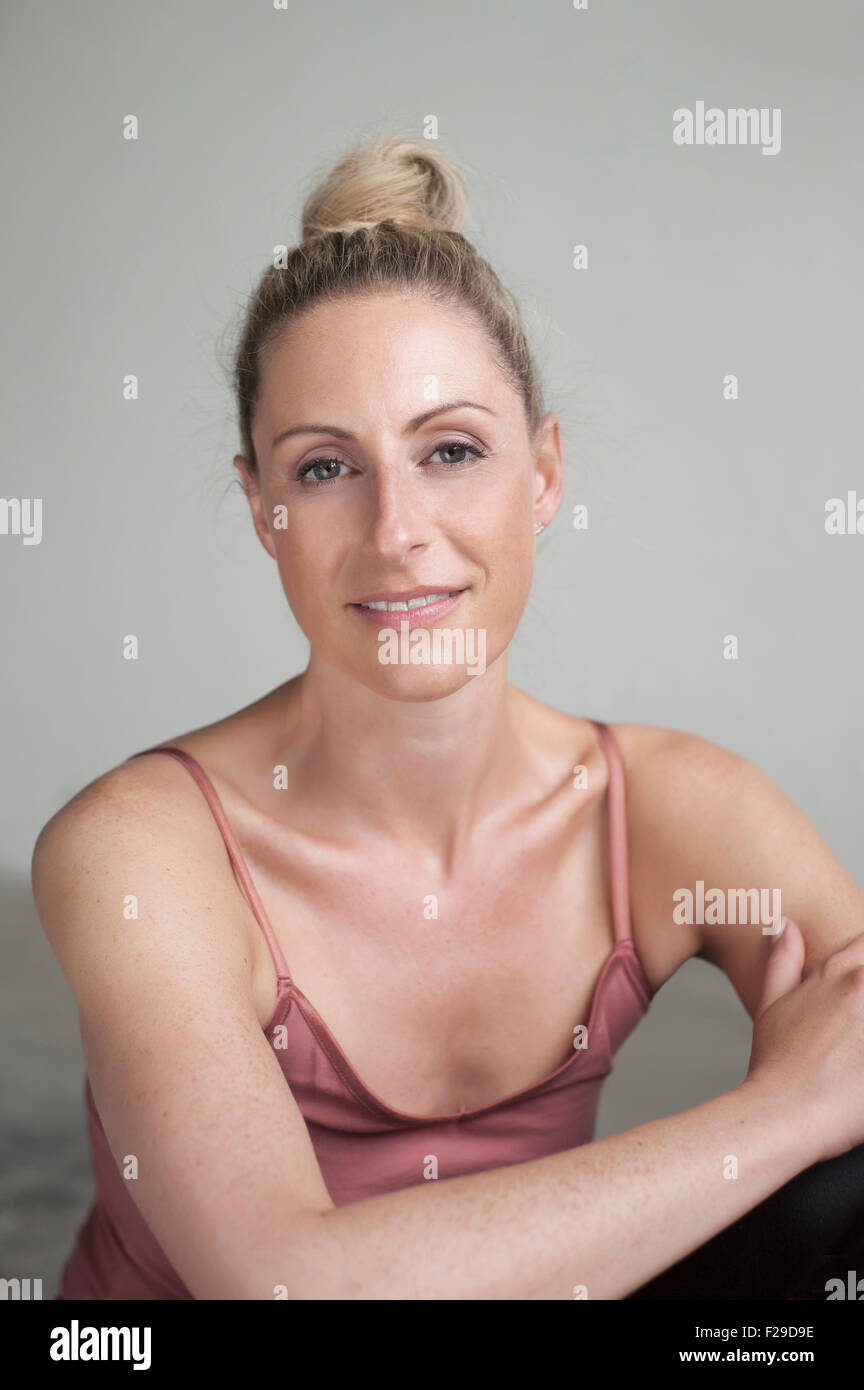 Portrait of a mid adult woman smiling, Munich, Bavaria,  Germany - Stock Image