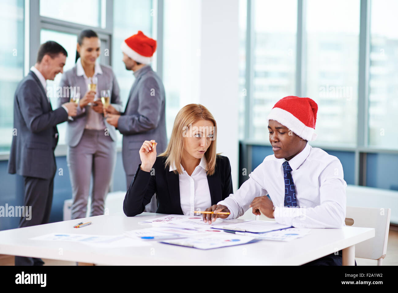 Christmas eve in office - Stock Image