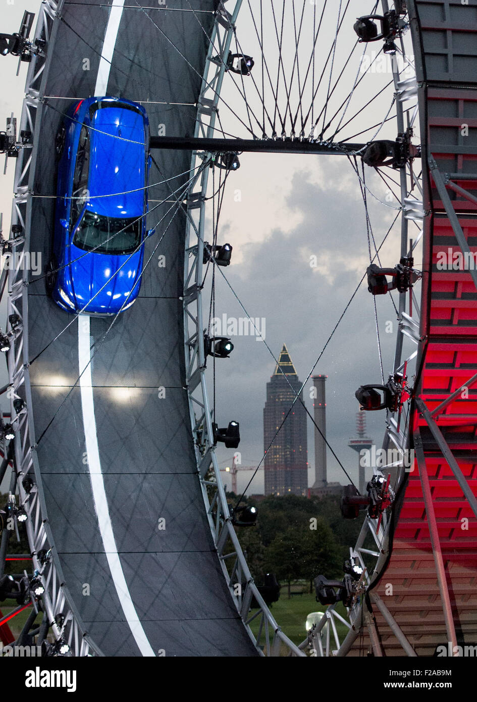 Frankfurt, Germany. 14th Sep, 2015. Stuntman Terry Grant drives a Jaguar F-Pace through a loop during the International - Stock Image