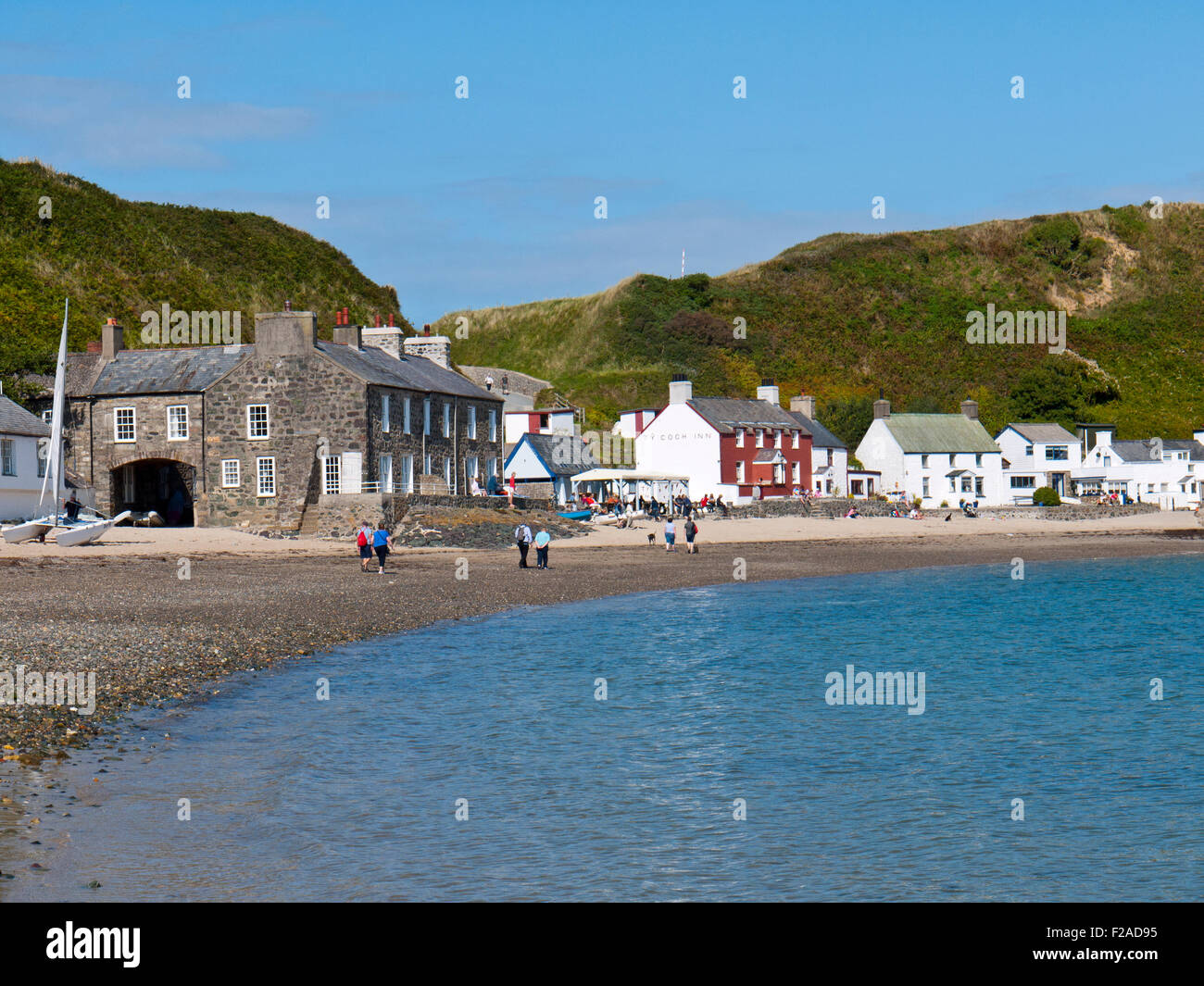 Porthdinllaen and beach with the red Ty Coch Inn, Morfa Nevin, Gwynedd, North Wales, UK. - Stock Image