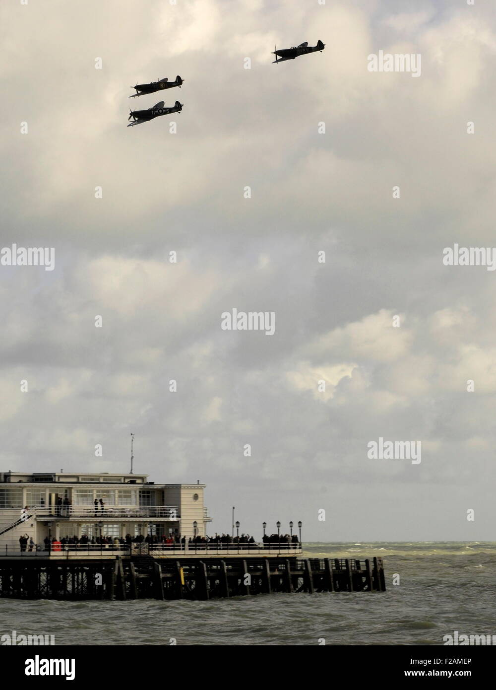 Worthing, UK. 15th September, 2015. Battle of Britain 75th anniversary flypast - three spitfires skim low over the - Stock Image