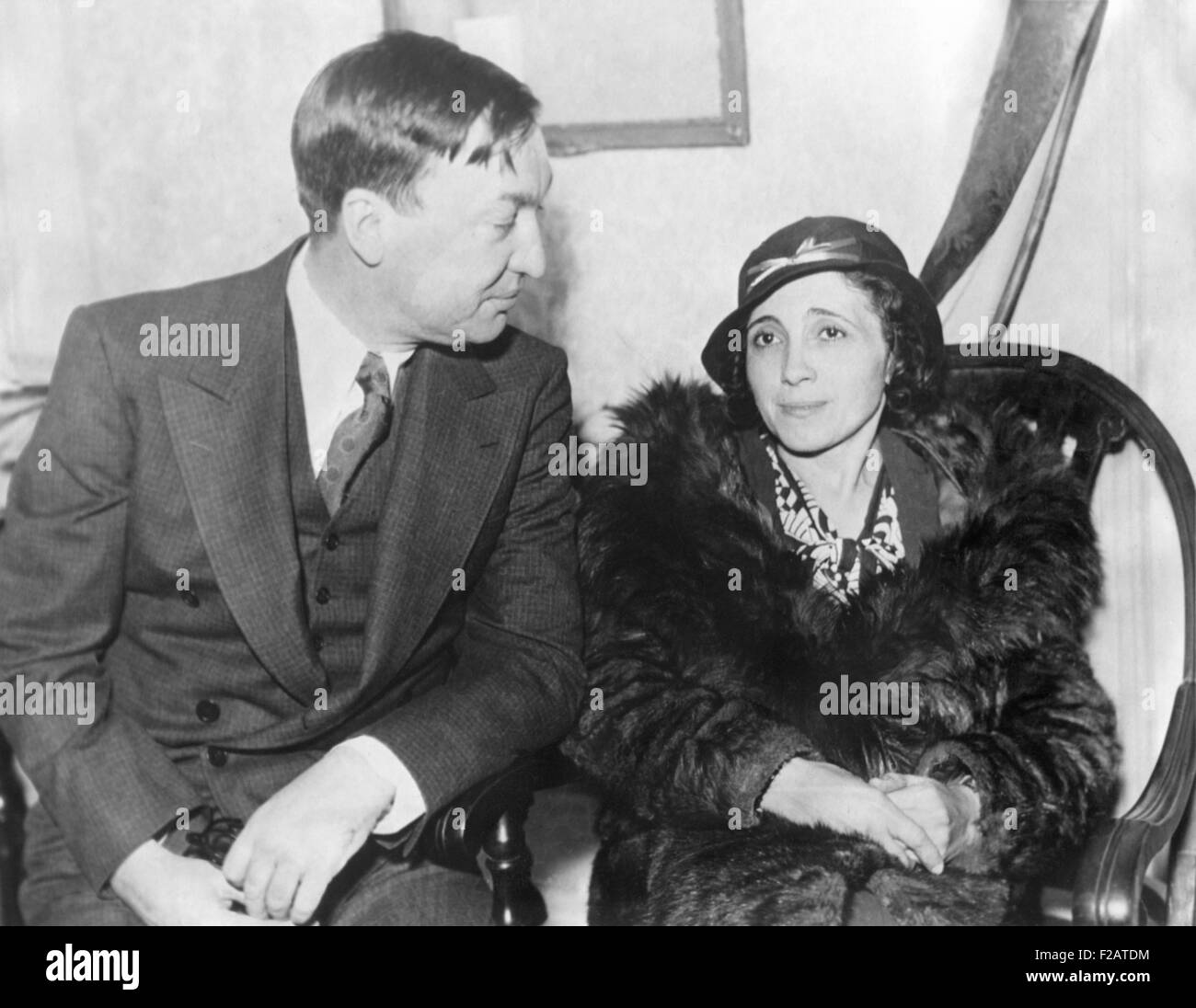 Clara Morgan Touhy, wife of gang leader, Roger Touly, with her husband's defense attorney. Nov. 21, 1933, Federal - Stock Image