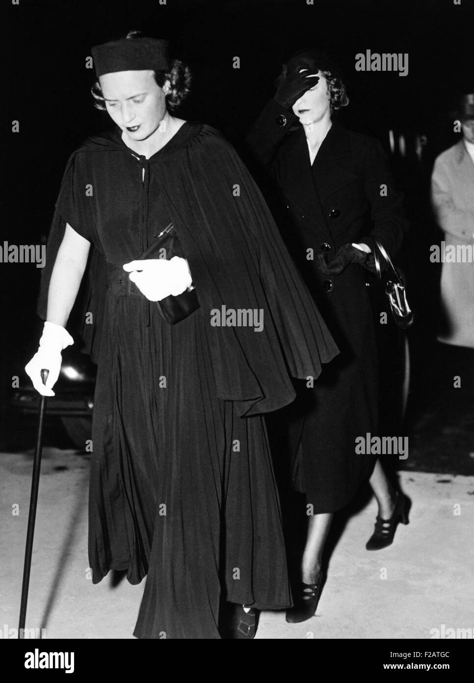 Mrs. Paul Mellon (left) and Ailsa Mellon Bruce board the funeral train of Andrew Mellon. The women were the daughter - Stock Image