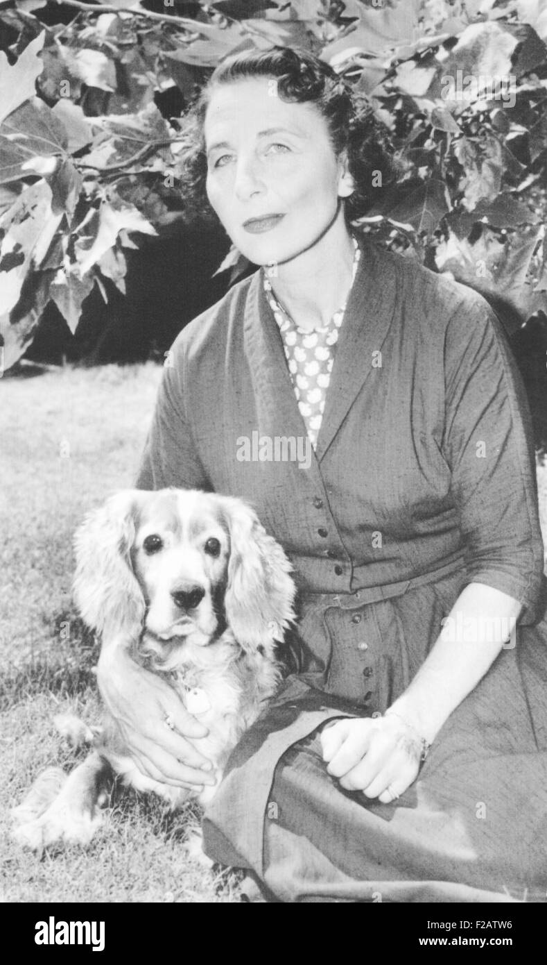 Helen Wills Moody Roark and her dog Docky at her Los Angeles home in August 1958. She played her last Grand Slam - Stock Image