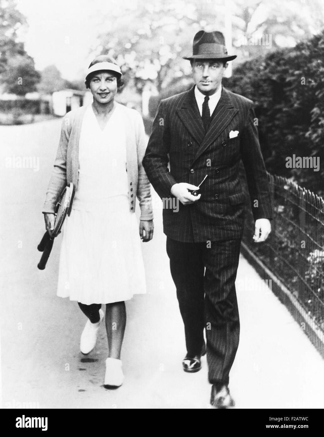 Helen Wills Moody arrives at Wimbledon Courts with her husband, Frank Moody, Jr. June 6, 1933. Wills Moody won her - Stock Image