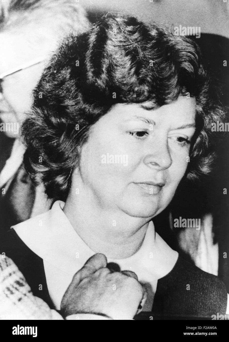 Sara Jane Moore, being moved from jail to Federal Court on Dec. 17, 1975. Judge Samuel Conti accepted her guilty - Stock Image