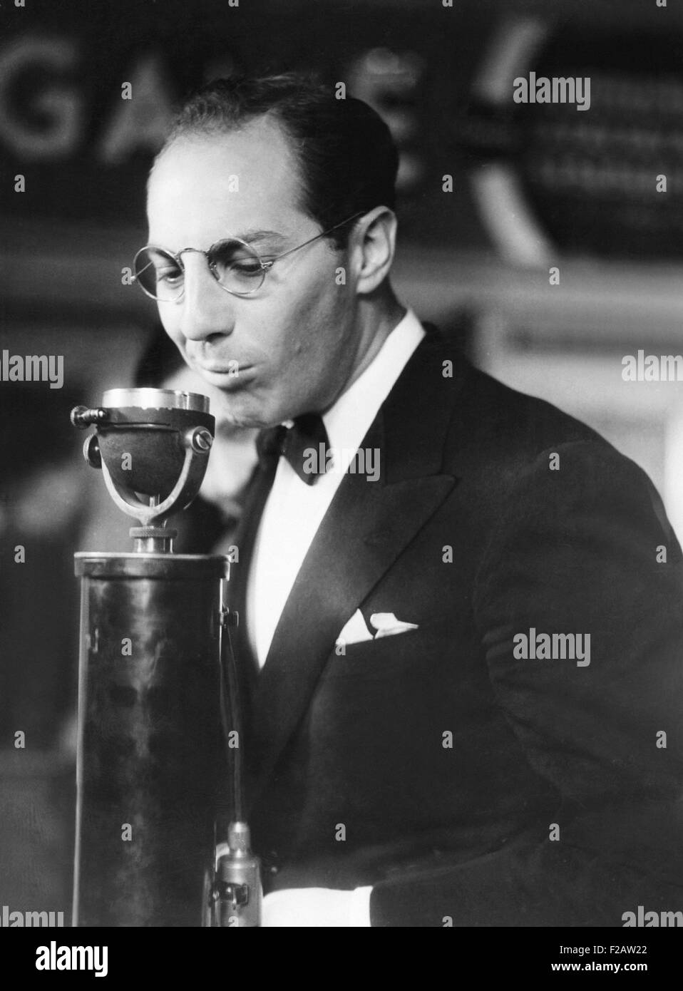 Zeppo Marx speaks at the Premier of BILL OF DIVORCEMENT. At the Hill Street Theater in Los Angeles, Oct. 24, 1933. - Stock Image