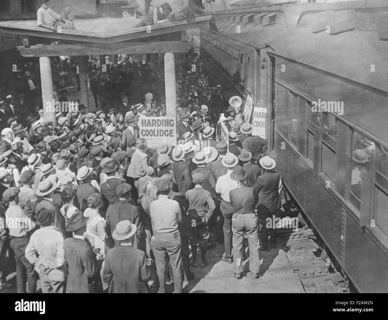 Harding-Coolidge Theatrical League train arriving in Marion, Ohio, August 24, 1920. Led by actor and singer Al Jolson, - Stock Image