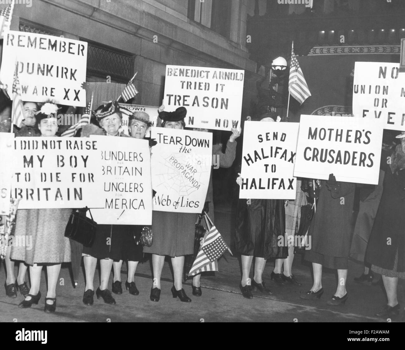 Female isolationists picket British Ambassador, Lord Halifax in Chicago, May 8, 1941. They were from America First, - Stock Image