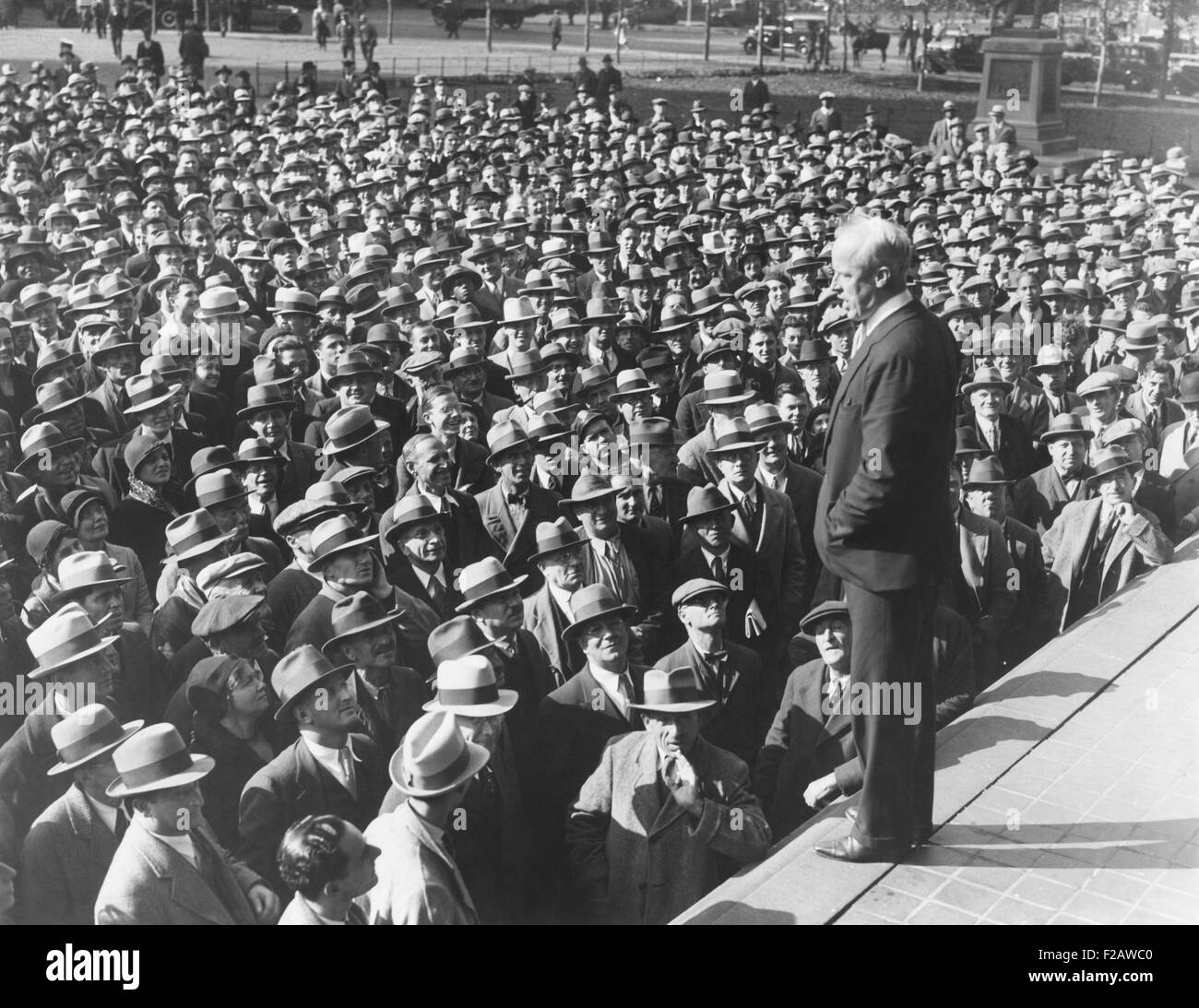 Norman Thomas addressing thousands on Reyburn Plaza, Philadelphia. The Socialist Presidential Candidate was refused - Stock Image