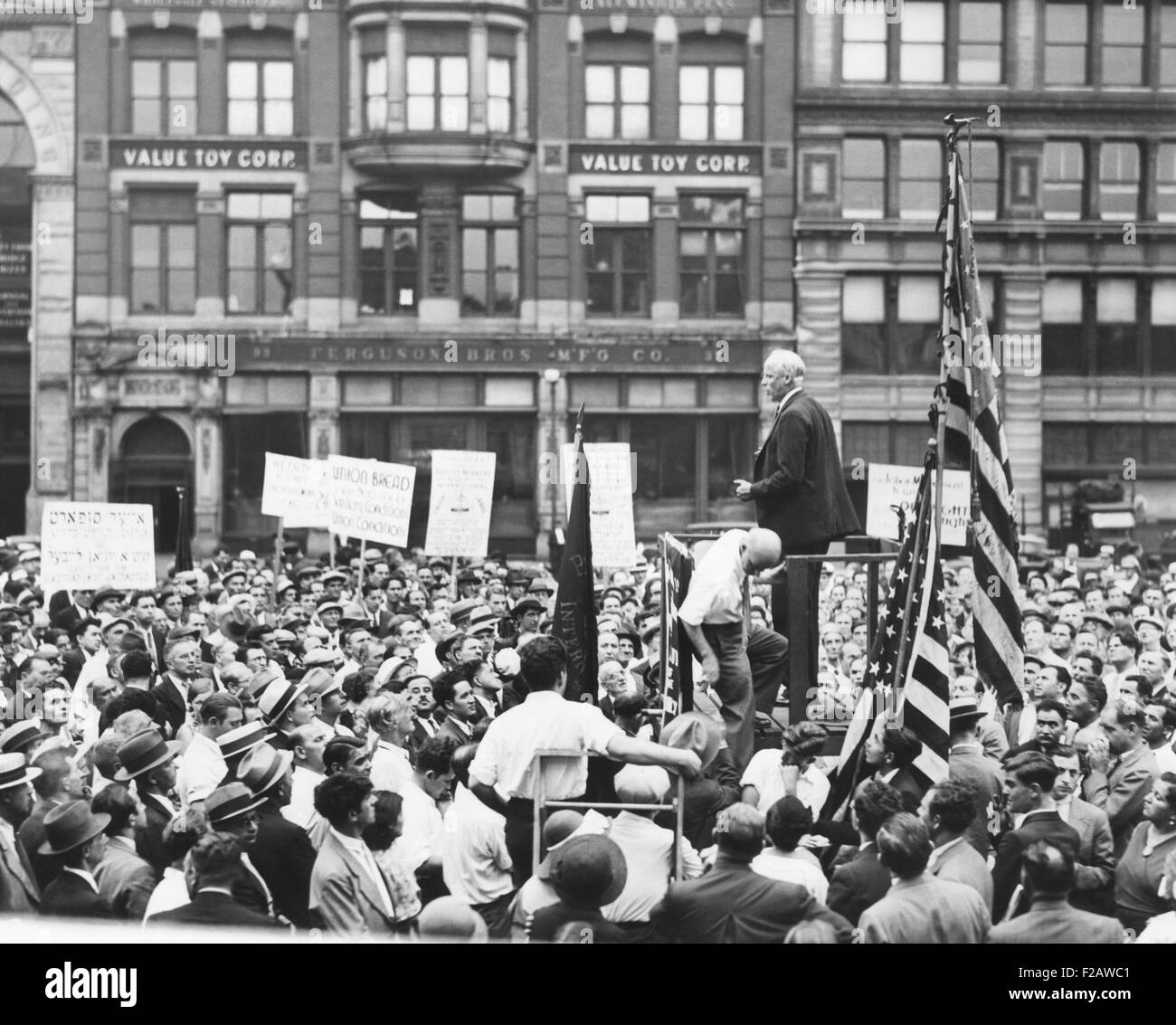 Norman Thomas addressing a meeting in Union Square, NYC. Sept. 7, 1933. Thomas said the New Deal was propping up - Stock Image
