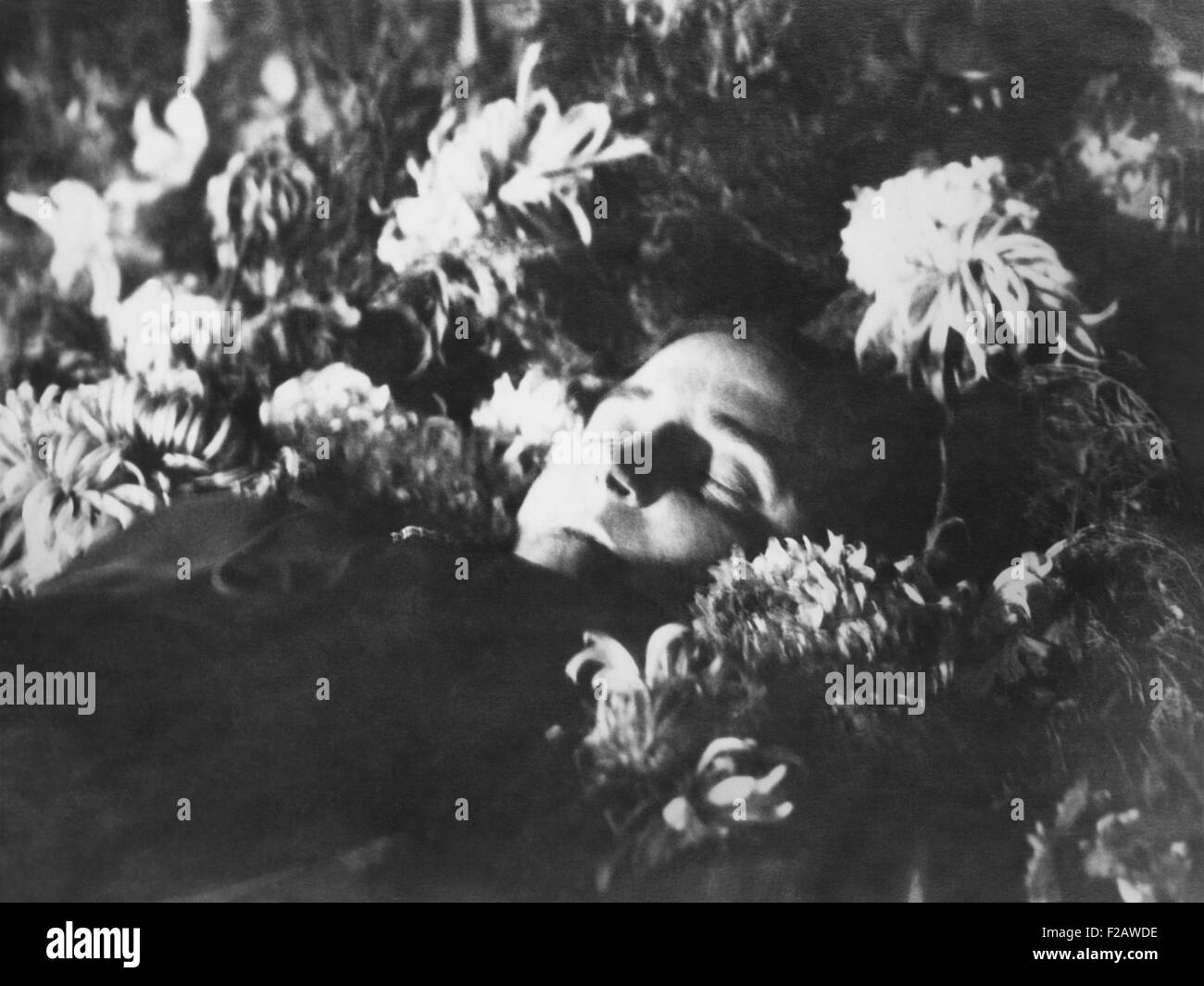 Nadezhda Alliluyeva, 2nd wife of Josef Stalin in her coffin, Nov. 9, 1932. The official cause of her death was appendicitis. - Stock Image