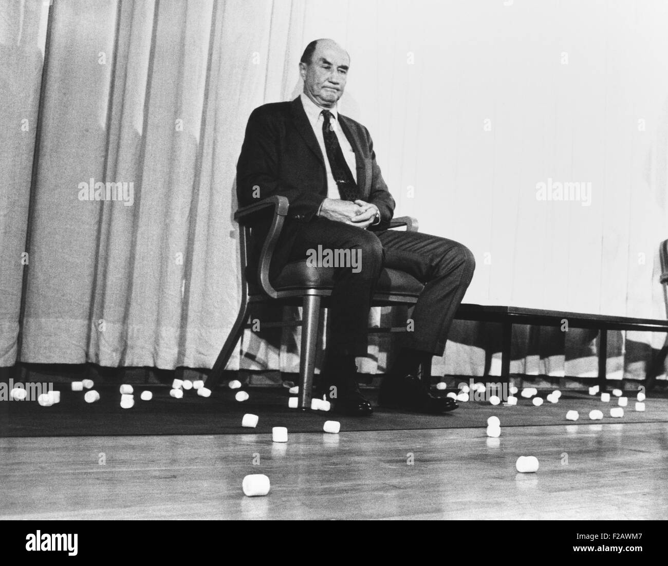 Sen. Strom Thurmond pelted with marshmallows after a speech at Carnegie-Mellon University. Jan. 1970. The student - Stock Image