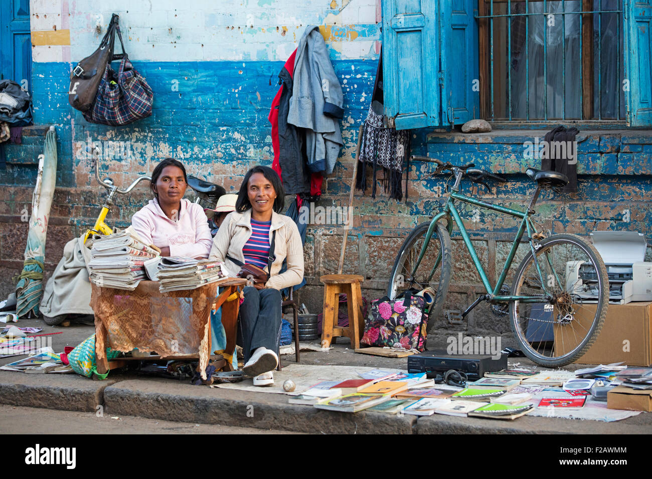 Malagasy women selling books and newspapers in the streets of the city Antsirabe, Vakinankaratra, Madagascar, Southeast - Stock Image