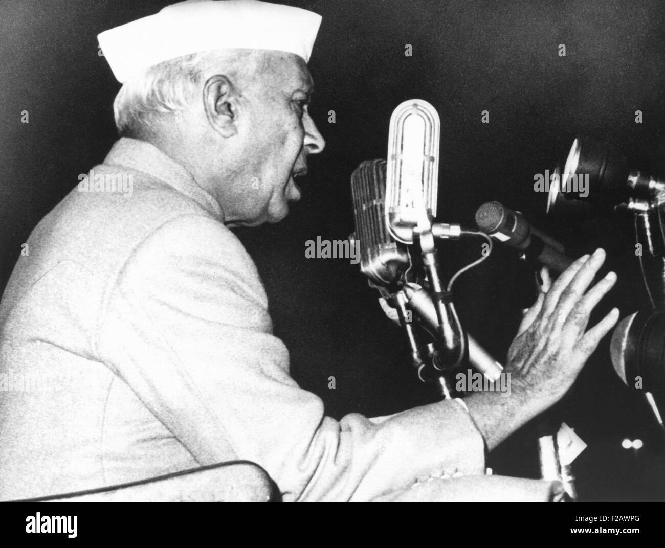 India's Prime Minister Jawaharlal Nehru addressing a defense rally in New Delhi on Nov. 11, 1962. Throughout - Stock Image