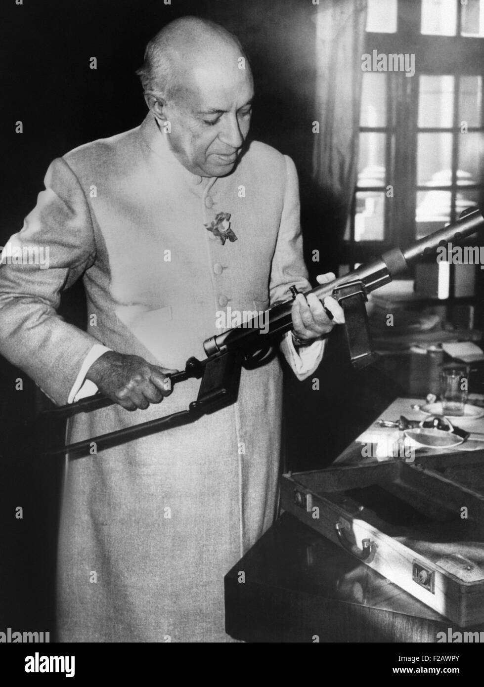Jawaharlal Nehru, Prime Minister of India, holding a machine gun, Dec. 3, 1962. Throughout 1962, Chinese soldiers - Stock Image