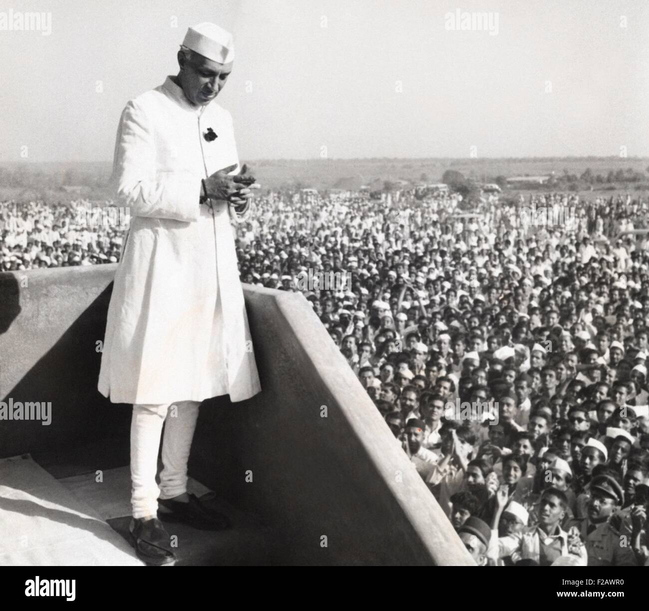 Jawaharlal Nehru, Prime Minister of India, addressing a crowd at Parnera, India. March 23, 1952. The occasion was - Stock Image