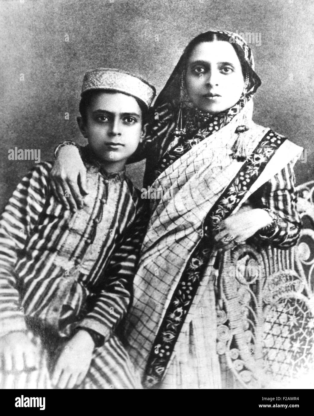 Jawaharlal Nehru and his mother, Swaroop Rani, ca. 1900. Jawaharlal was the only son of Motilal Nehru, a prominent - Stock Image