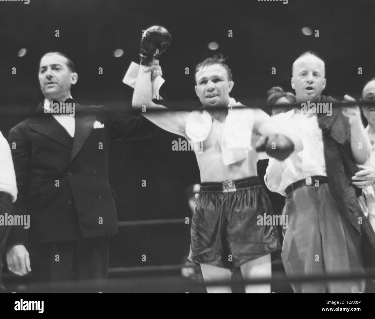 Lou Ambers, World Lightweight Champion, in triumph with Announcer Harry Balough, Aug. 22, 1939. Henry Armstrong - Stock Image