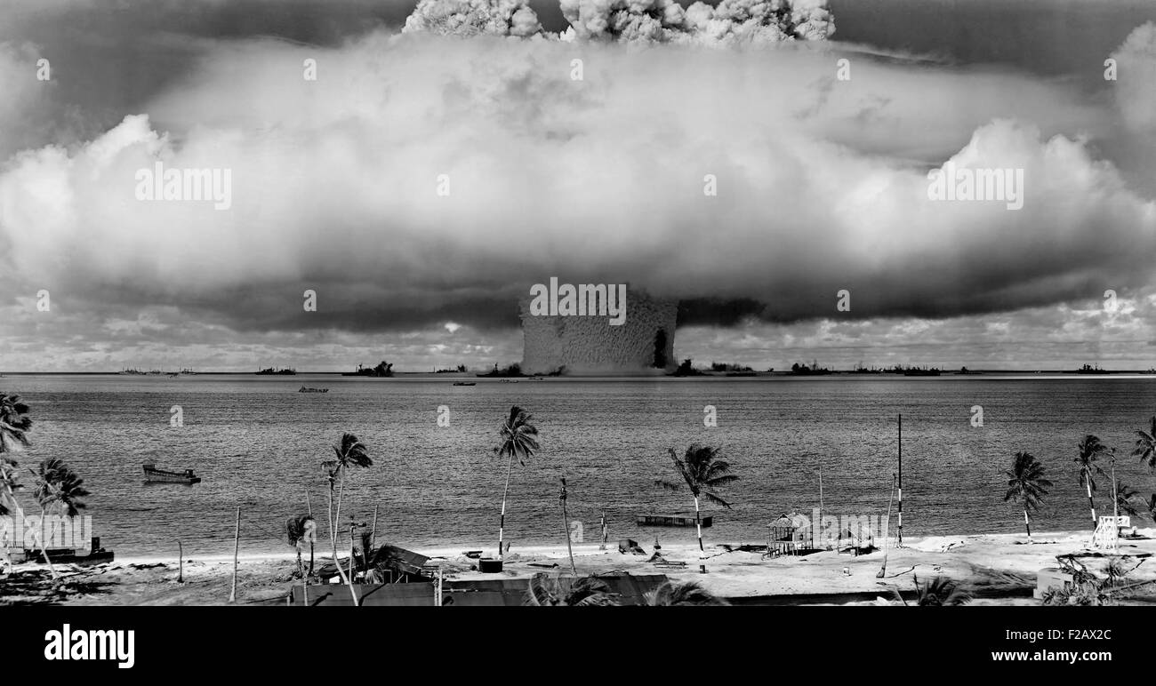 The BAKER test of Operation Crossroads, July 25, 1946. Seconds after the water column rose, and formed a condensation - Stock Image