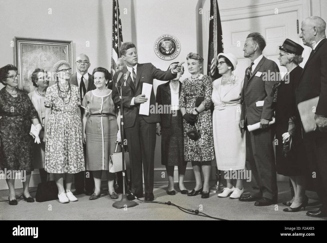 Older Peace Corps volunteers visit President John Kennedy at the White House. Aug. 30, 1962. (BSLOC_2015_2_226) - Stock Image