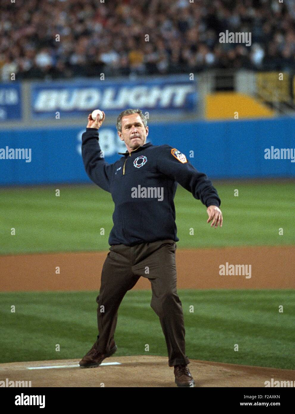 President George W. Bush throws the ceremonial first pitch at Yankee Stadium. Oct. 30, 2001. Game three between Stock Photo