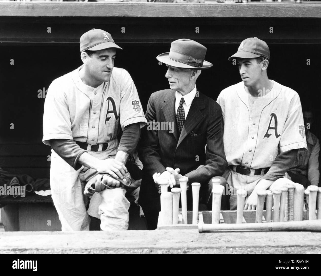 Philadelphia Athletics manager Connie Mack with Phil Marchildon (L) and Russell Christopher. Marchildon joined Royal - Stock Image