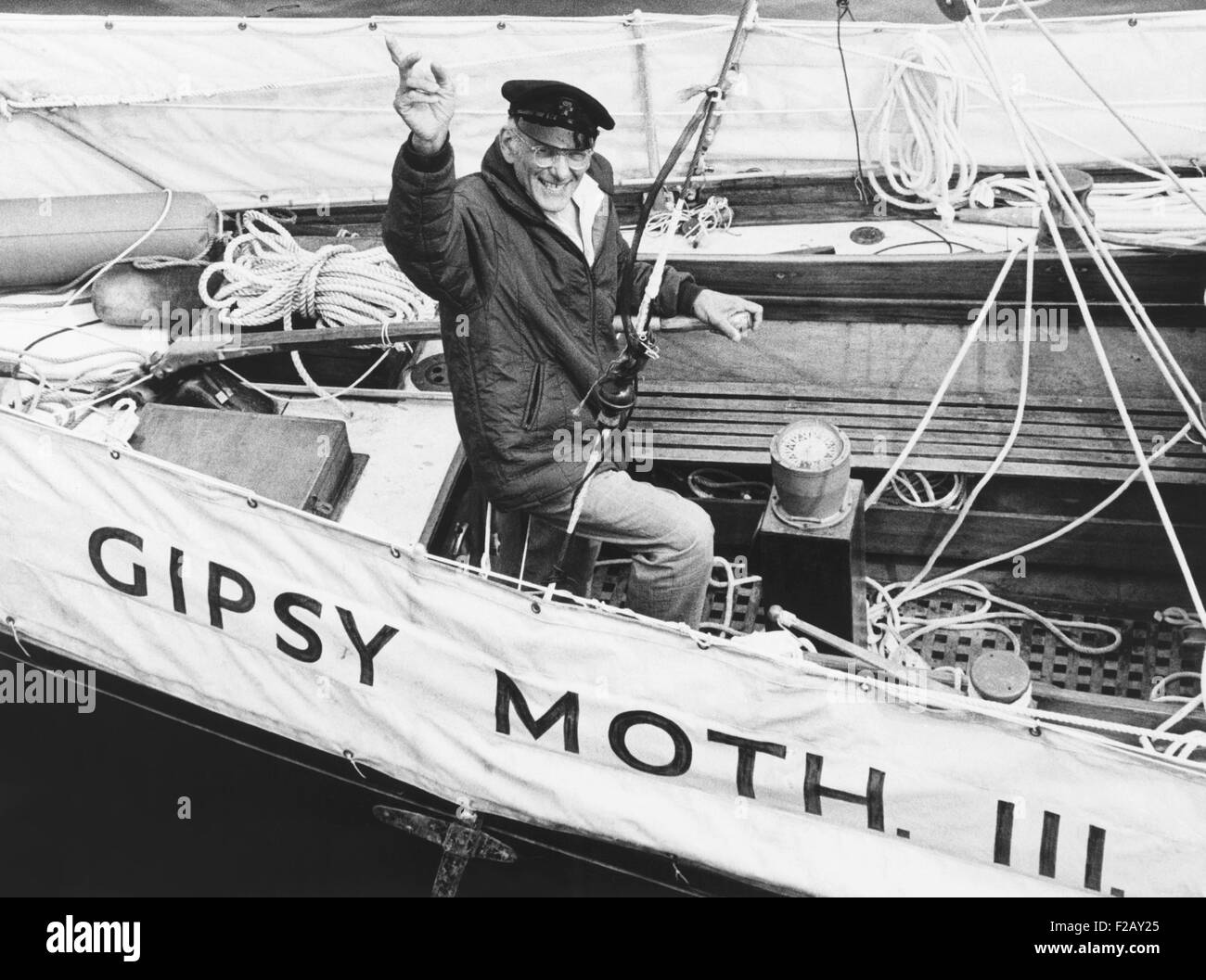 Sir Francis Chichester, long-distance yachtsman on the Gipsy Moth III in New York Harbor. July 5, 1962. Chichester - Stock Image