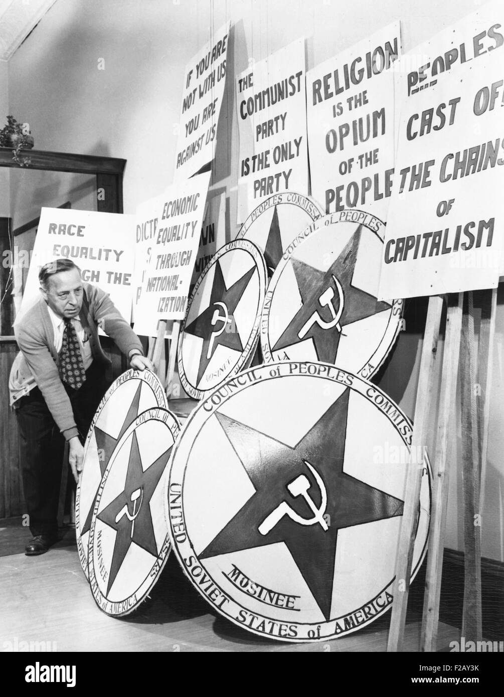 The Mosinee, Wisconsin, American Legion staged a mock Communist takeover. April 29, 1950. A participant organizes - Stock Image