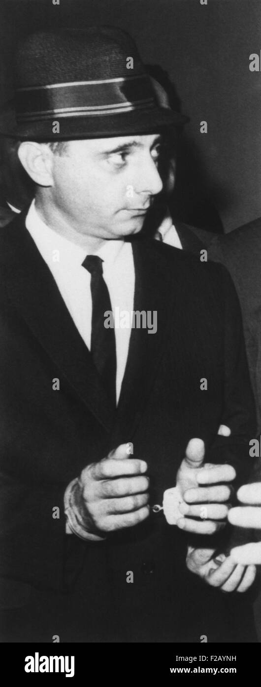 Brooklyn mobster Larry Gallo, leaving Brooklyn federal court in handcuffs. On August 22, 1963 he was sentenced to - Stock Image