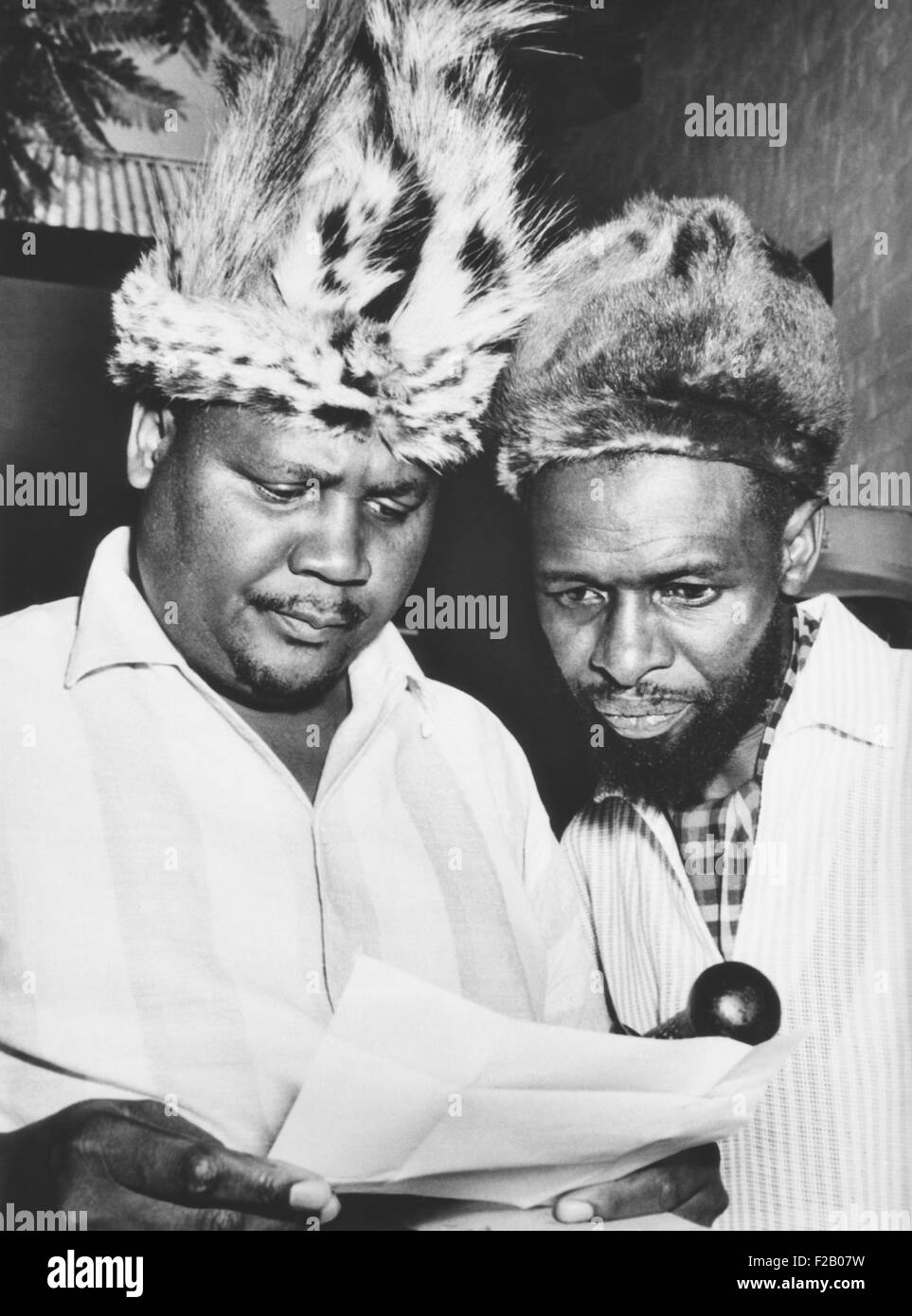 Joshua Nkomo reading a Rhodesian criminal charge against him in April 1963. In 1962 Nkomo founded the Zimbabwe African - Stock Image