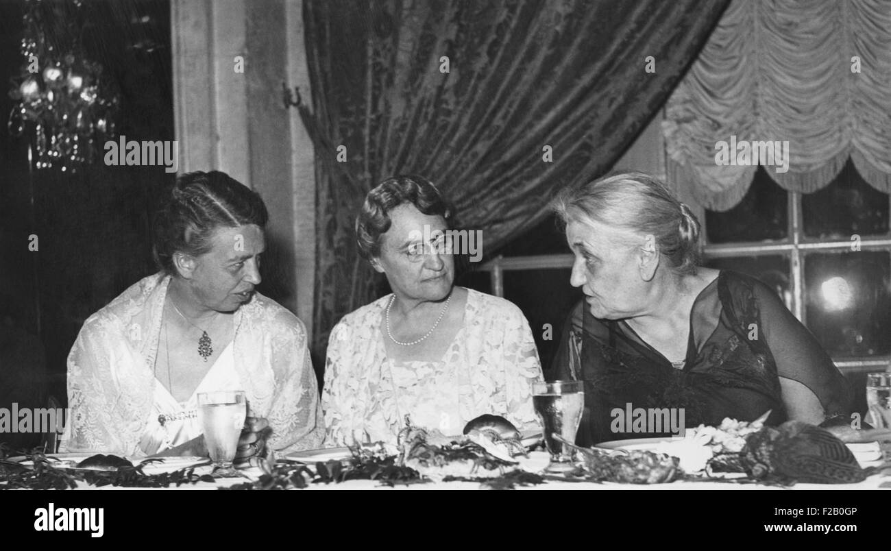 First Lady, Eleanor Roosevelt, honored Women's International League for Peace and Liberty. May 3, 1935. L-R: - Stock Image