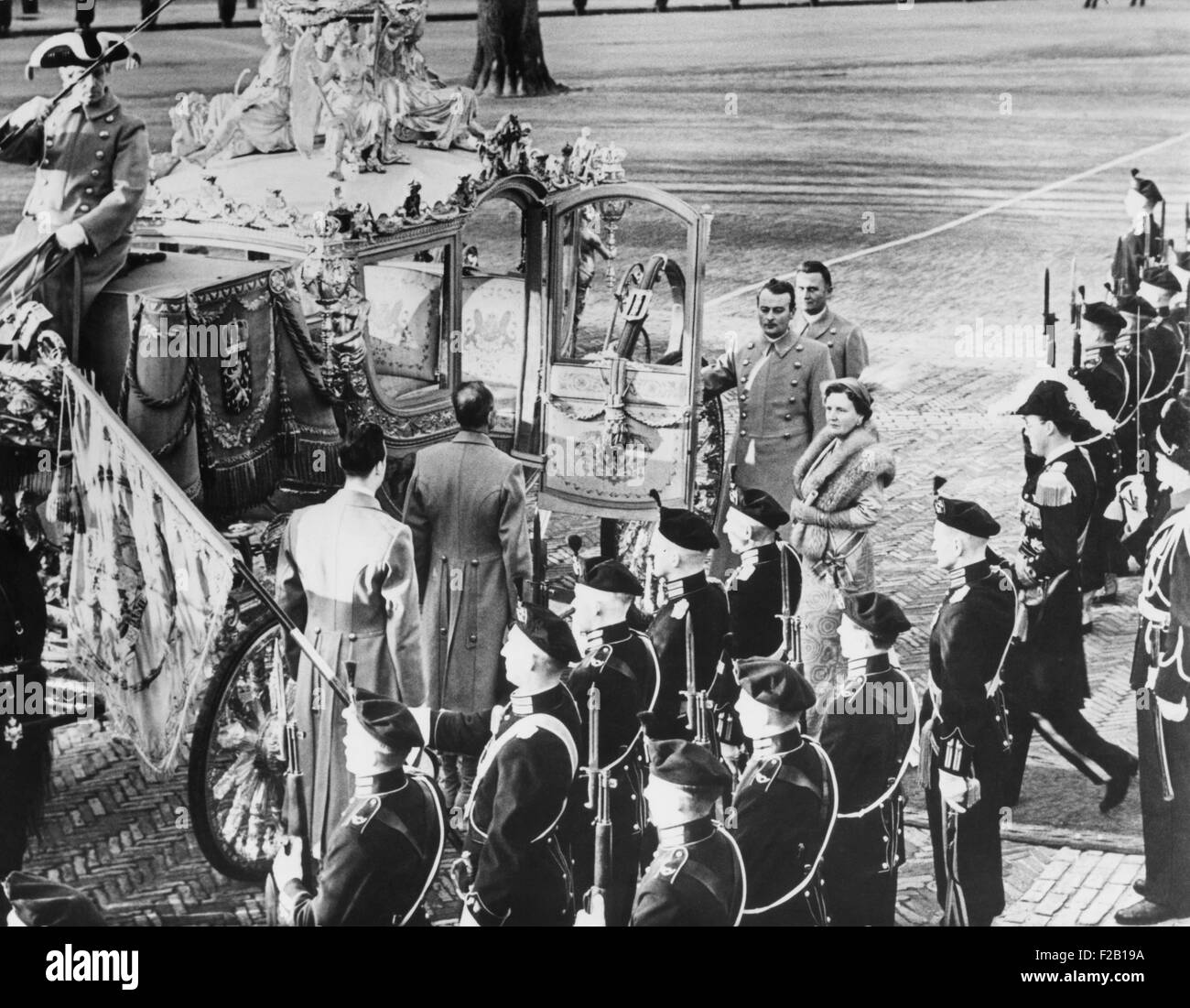 Carriage to take Queen Juliana and Prince Bernhard to sign of Statute for the Dutch kingdom. Dec. 19, 1954. 'Charter - Stock Image