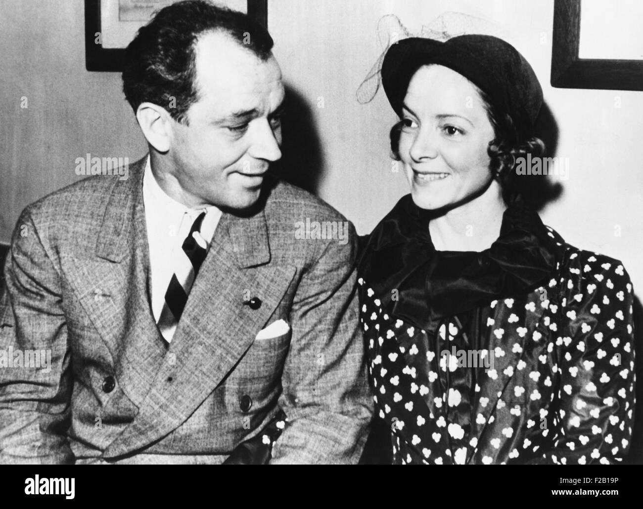 Charles MacArthur, playwright, and his wife actress Helen Hayes in court in Chicago, July 2, 1936. Hayes was sued - Stock Image