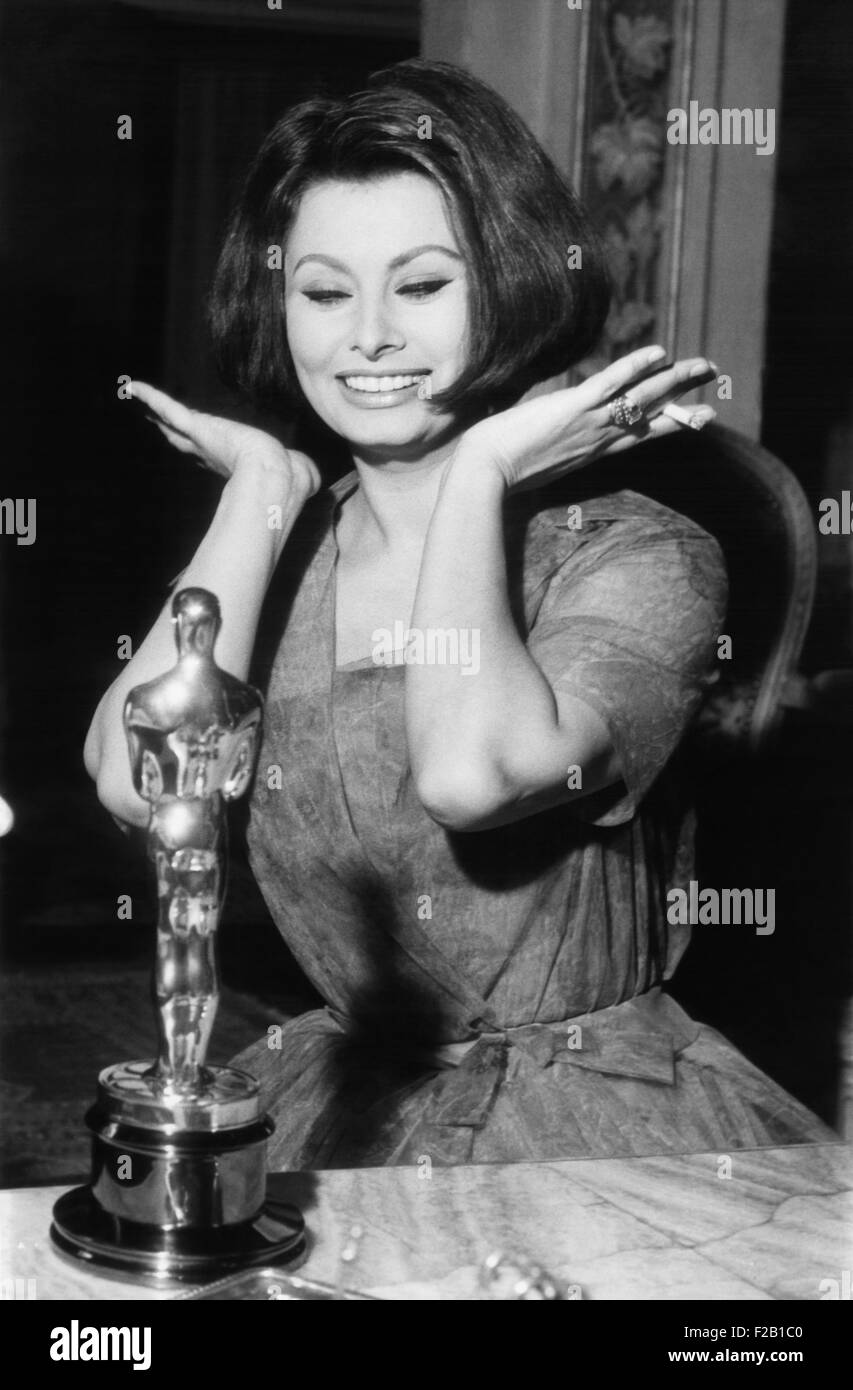 Sophia Loren as she receives the Oscar statuette from producer Joseph Levine in Rome, April 4, 1962. She won the - Stock Image