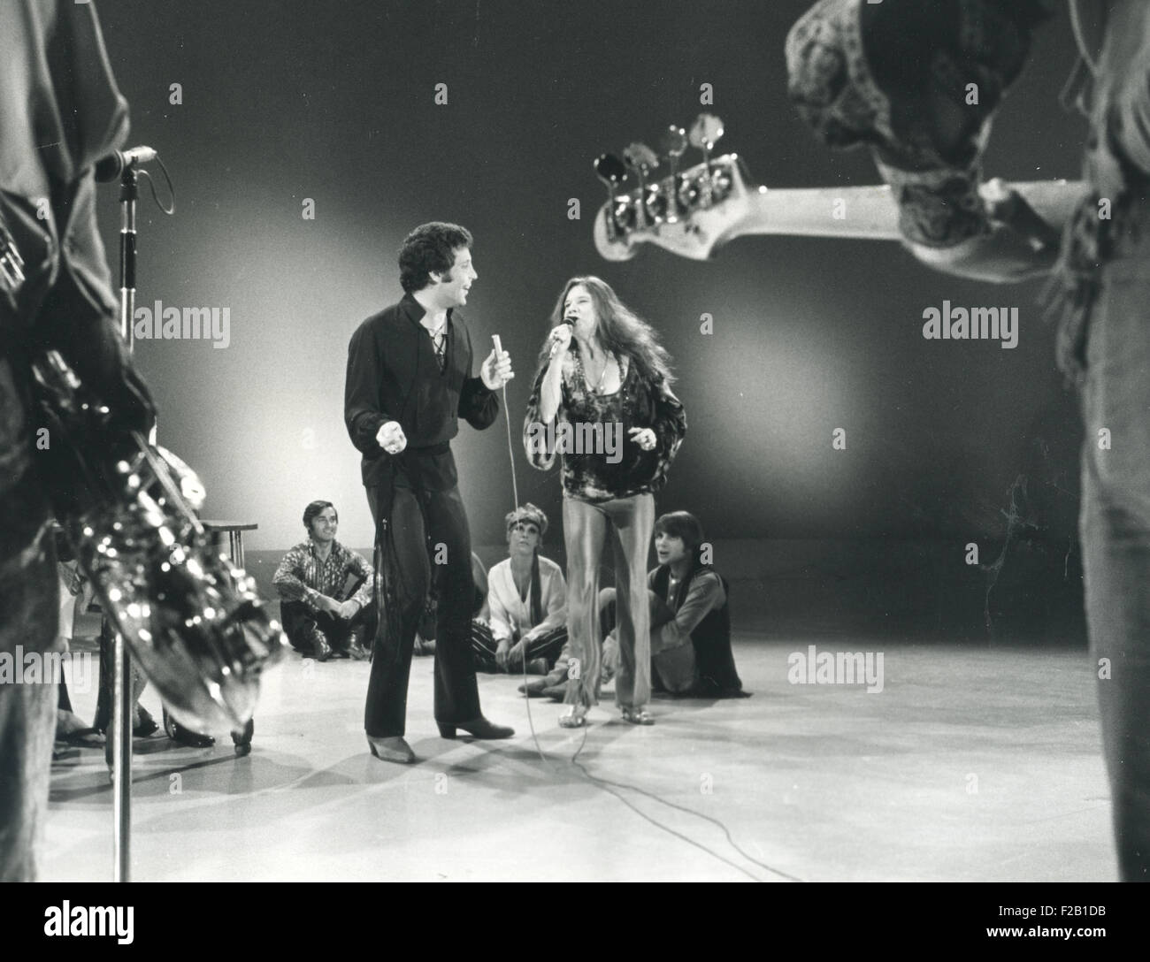 JANIS JOPLIN with Tom Jones on his 'This is Tom Jones' TV show in 1969. Photo Polygram - Stock Image